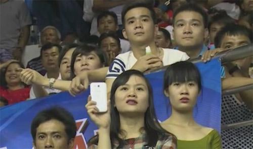 Khán giả bật khóc tiếc nuối khi ĐTVN bại trận - 2
