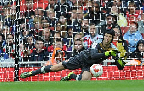 Arsenal – Chelsea: Courtois chưa thể che mờ Cech - 2