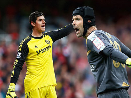 Arsenal – Chelsea: Courtois chưa thể che mờ Cech - 3