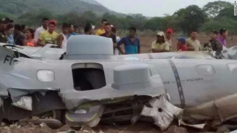 Colombia: Rơi máy bay quân sự, 11 người thiệt mạng - 1