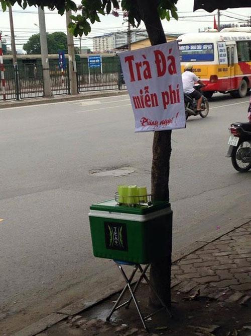 HN: Công an trả lại bình trà đá miễn phí tịch thu của dân - 1