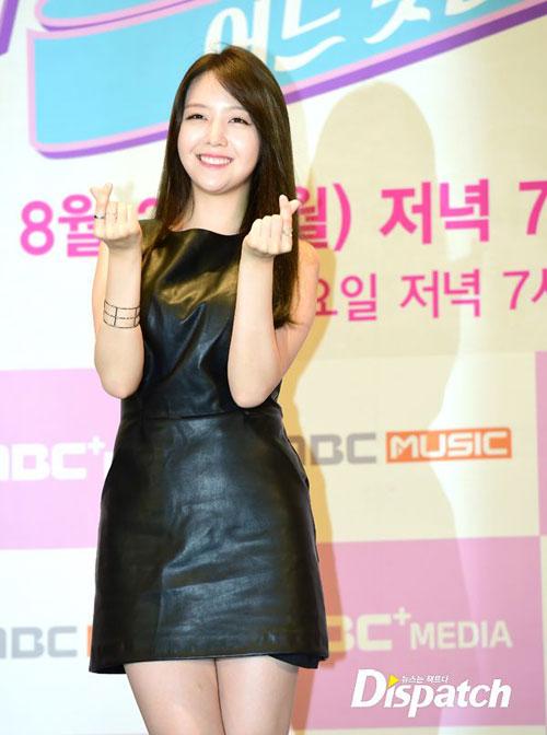 """Nghệ sĩ Hàn """"phát cuồng"""" vì trang phục ngắn - 9"""