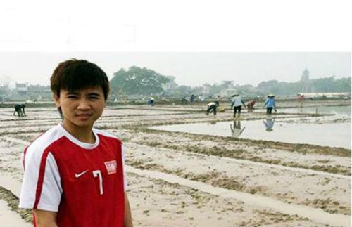 Sau Lương 'dị', bóng đá Việt Nam có thêm… Dung 'dị' - 1