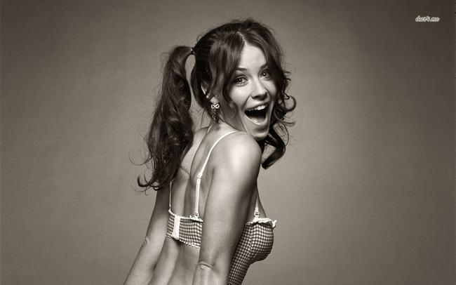 """Nữ diễn viên người Canada Evangeline Lilly từng được khán giả Việt biết tới qua loạt phim """"Mất tích"""", """"Hobbit"""",...đã có màn trở lại đầy ấn tượng trong vai cô nàng tình nhân nóng bỏng của """"Người Kiến""""."""