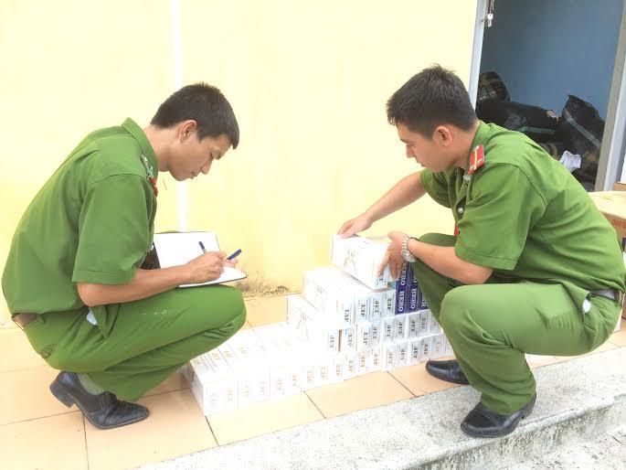 Bắt xe của Petrolimex chở hàng nghìn bao thuốc lá lậu - 1