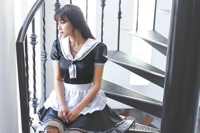 Hot girl Nga Tây cosplay hình ảnh gái hầu