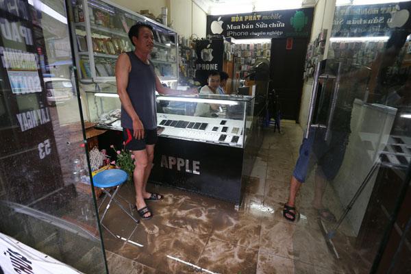 Sau trận mưa kéo dài, Hà Nội có nơi ngập 1m - 12