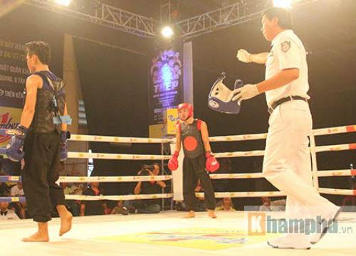 Dính đòn nặng, võ sĩ gục ngay trên sàn đấu - 2