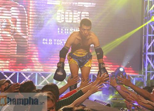 Dính đòn nặng, võ sĩ gục ngay trên sàn đấu - 8