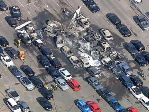 Anh: Máy bay đâm xuống khu đấu giá ô tô, 4 người chết