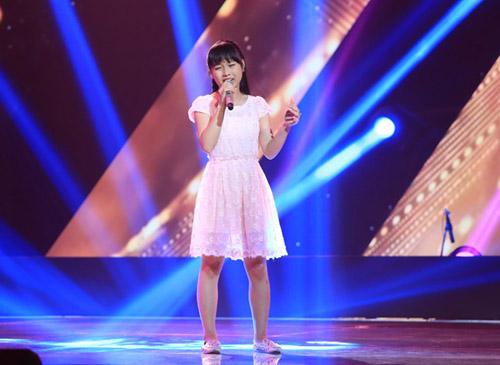 """""""Hot girl 14 tuổi xứ Huế"""" khiến HLV The Voice Kids bấn loạn - 9"""
