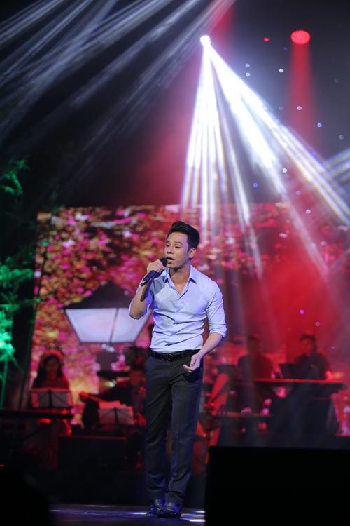 """Khán giả Hà Nội tặng tiền tới tấp cho """"Vua nhạc sến"""" - 3"""
