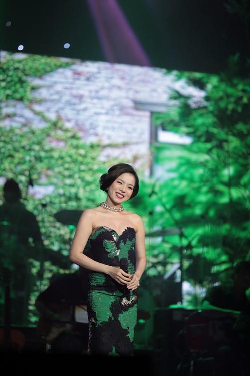 """Khán giả Hà Nội tặng tiền tới tấp cho """"Vua nhạc sến"""" - 9"""