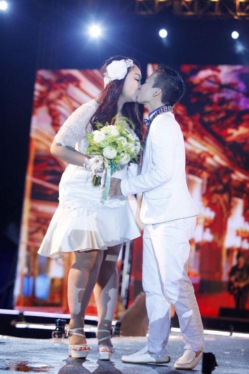 Nam giới tự tin giả gái diễn váy cưới tại Hà Nội - 14