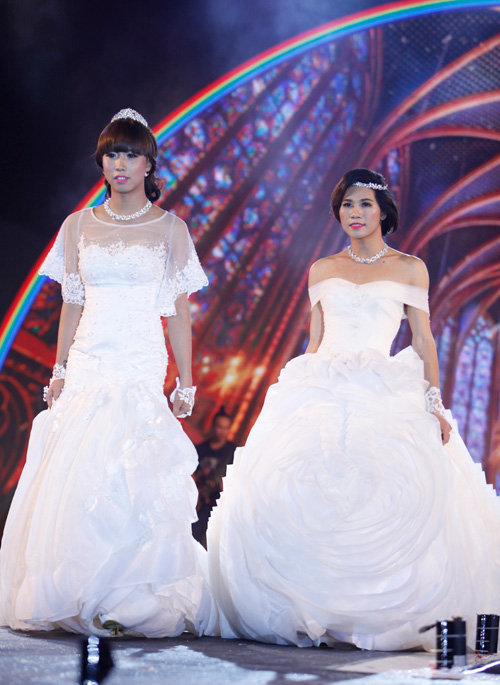 Nam giới tự tin giả gái diễn váy cưới tại Hà Nội - 4