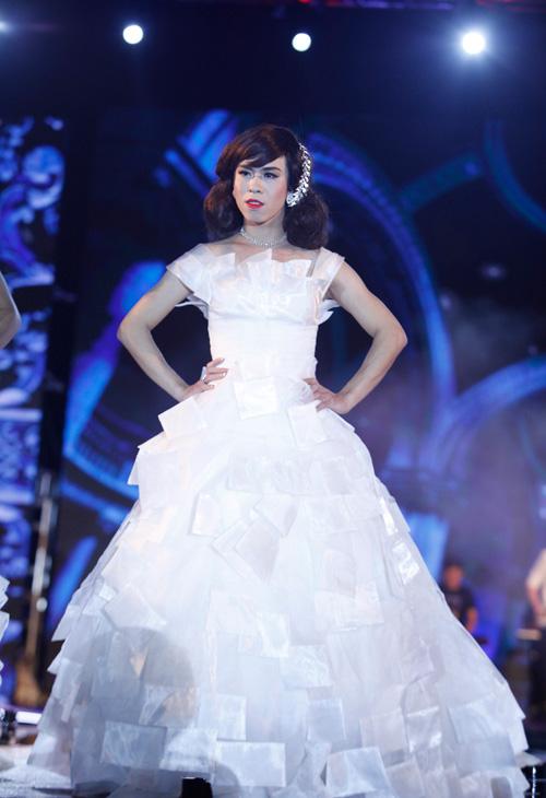 Nam giới tự tin giả gái diễn váy cưới tại Hà Nội - 5