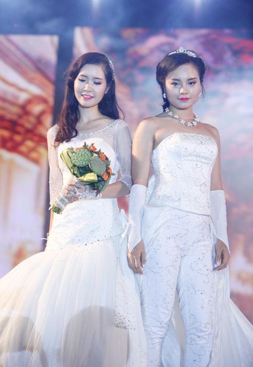 Nam giới tự tin giả gái diễn váy cưới tại Hà Nội - 12