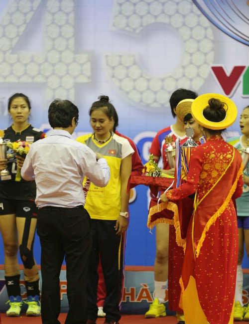 """Linh Chi trở thành """"Nữ hoàng sắc đẹp"""" VTV Cup - 2"""