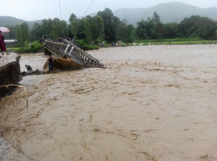 Ấn Độ: Bão lũ, lở đất làm 60 người chết - 2