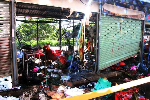 TP.HCM: Cháy chợ Nông sản Thủ Đức - 2