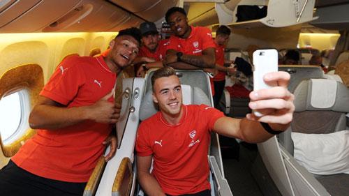 """Tin HOT tối 2/8: Cầu thủ Arsenal chỉ biết """"tự sướng"""" - 1"""