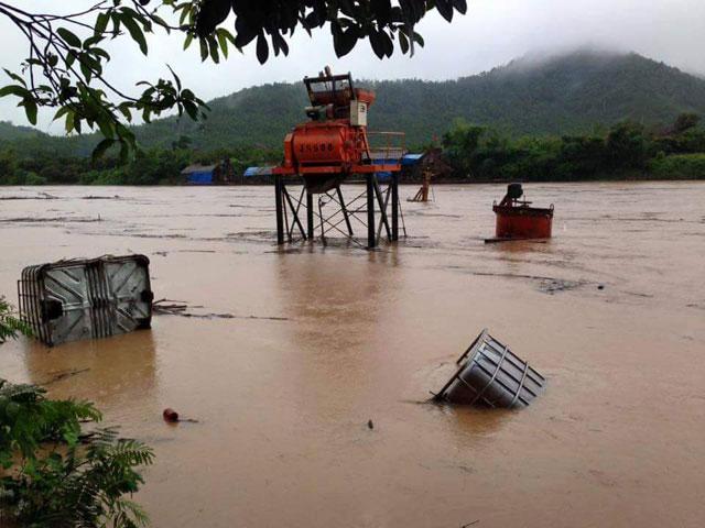 Hình ảnh mưa lũ bủa vây miền Bắc - 4