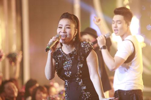 Thu Minh trình diễn ca khúc mới nhất trong đêm chung kết VN Idol - 1