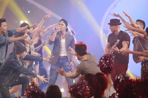 """Tiết mục như """"ma nhập"""" của 2 thí sinh Vietnam Idol - 2"""