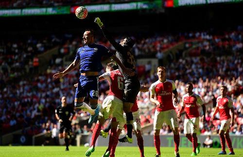 Arsenal đoạt Siêu Cup: Chiến thư trước thềm mùa giải - 1