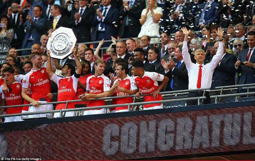 Arsenal đoạt Siêu Cup: Chiến thư trước thềm mùa giải - 2