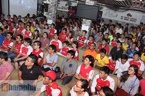 Fan Arsenal mừng Siêu cúp, tranh thủ cổ vũ Ánh Viên - 1