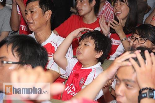 Fan Arsenal mừng Siêu cúp, tranh thủ cổ vũ Ánh Viên - 11