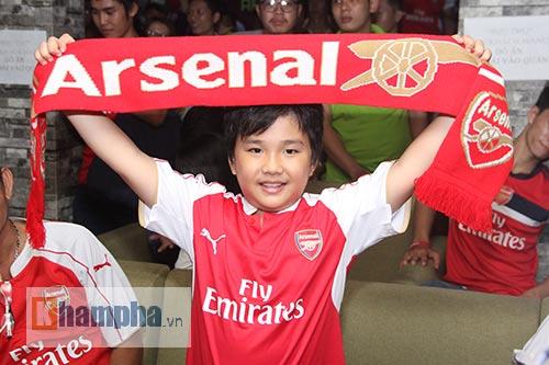 Fan Arsenal mừng Siêu cúp, tranh thủ cổ vũ Ánh Viên - 14