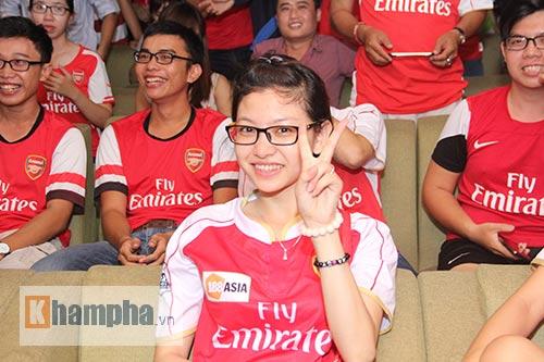 Fan Arsenal mừng Siêu cúp, tranh thủ cổ vũ Ánh Viên - 13