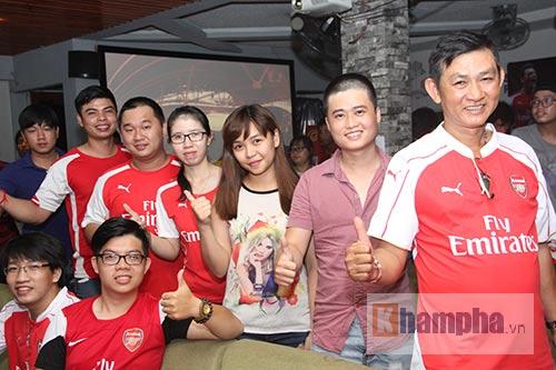 Fan Arsenal mừng Siêu cúp, tranh thủ cổ vũ Ánh Viên - 15
