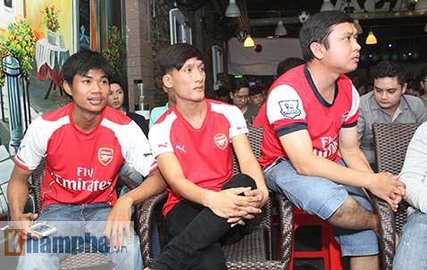 Fan Arsenal mừng Siêu cúp, tranh thủ cổ vũ Ánh Viên - 2