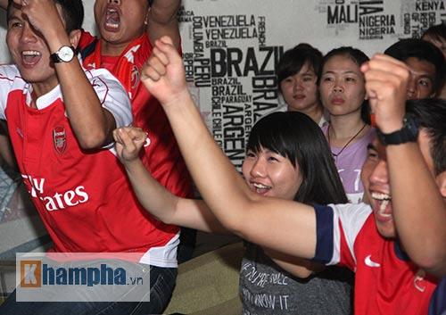 Fan Arsenal mừng Siêu cúp, tranh thủ cổ vũ Ánh Viên - 5