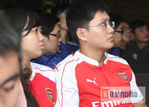 Fan Arsenal mừng Siêu cúp, tranh thủ cổ vũ Ánh Viên - 8