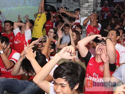 Fan Arsenal mừng Siêu cúp, tranh thủ cổ vũ Ánh Viên - 10