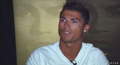 CR7 nổi cáu, văng tục khi được hỏi về scandal FIFA - 1