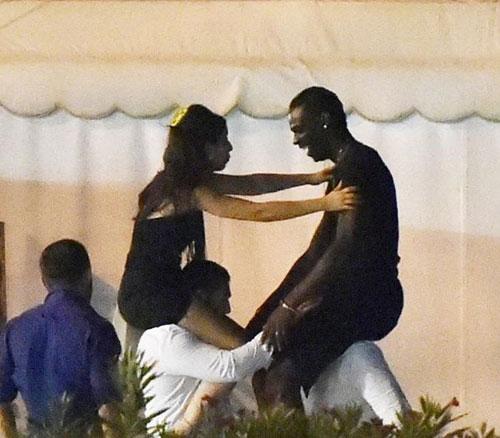"""Đau đời, Balotelli sa đọa trong vòng tay """"yêu nữ"""" đẹp mê hồn - 1"""