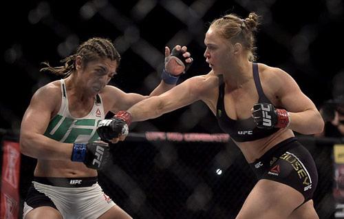 """""""Nữ hoàng UFC"""" nhảy samba mừng ngôi bá chủ - 1"""