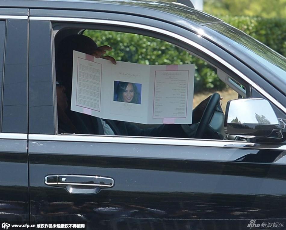 Tang lễ con gái Whitney Houston thành khẩu chiến gia đình - 2