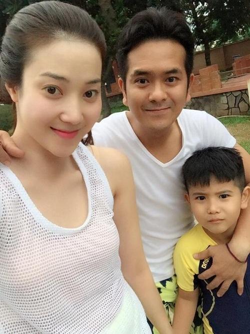 Hùng Thuận hạnh phúc bên vợ hotgirl và con trai - 1