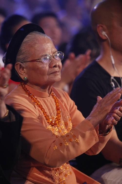 Bà ngoại 90 tuổi ủng hộ hết mình cho Trọng Hiếu - 2