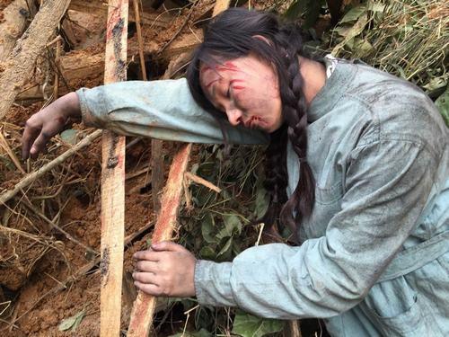 Lã Thanh Huyền dầm mưa lạnh 5-7 độ C vì phim chiến tranh - 5