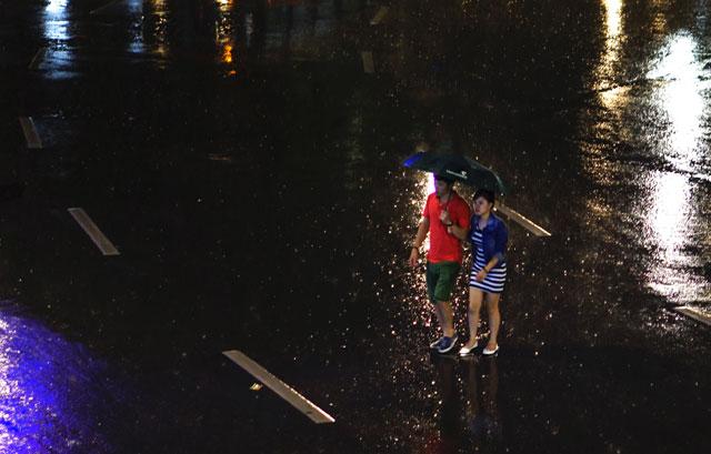 Hà Nội: Nao lòng những đêm mưa tháng 8 - 3