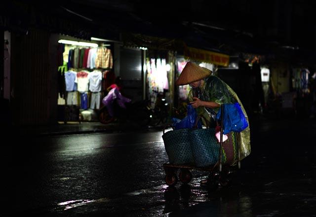 Hà Nội: Nao lòng những đêm mưa tháng 8 - 12