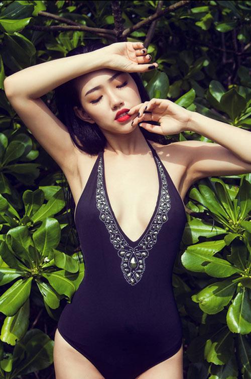 Hotgirl Joxy Thùy Linh gợi ý chọn bikini du lịch biển - 1