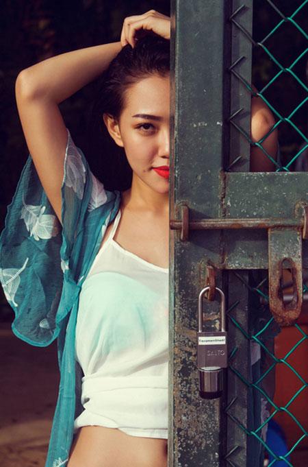 Hotgirl Joxy Thùy Linh gợi ý chọn bikini du lịch biển - 14